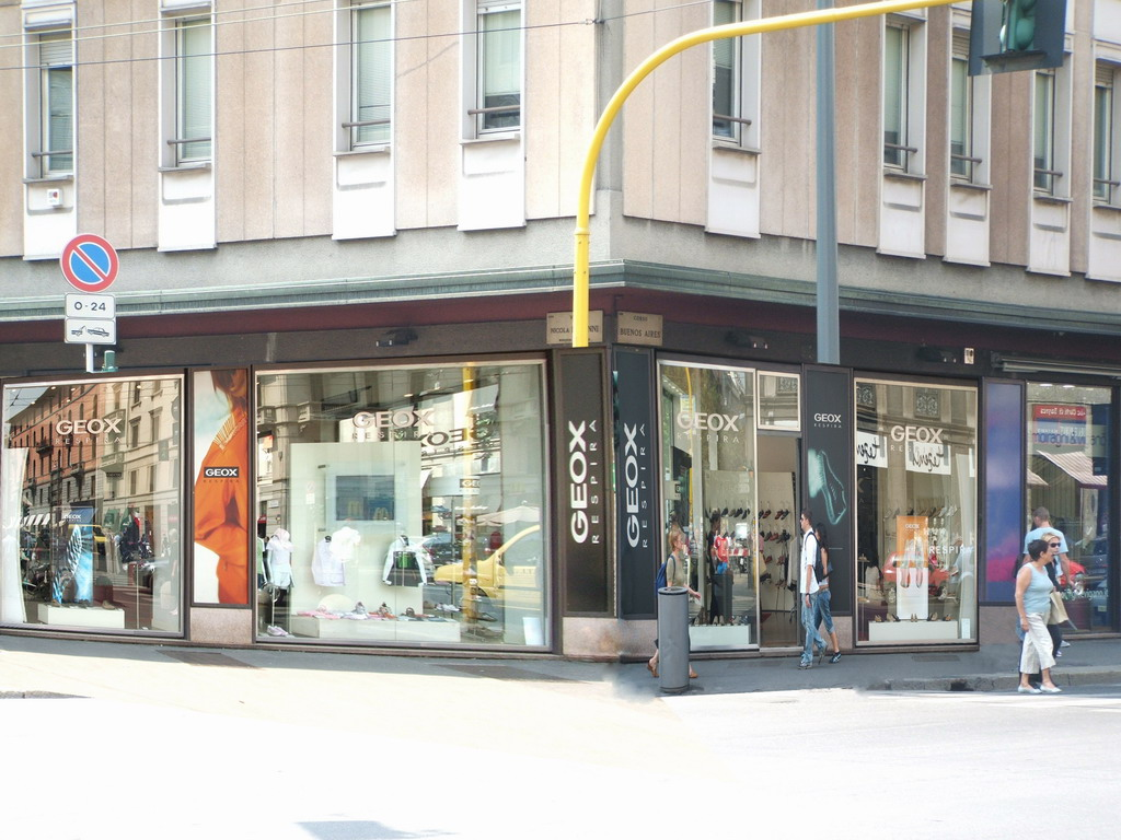 wholesale dealer c70ce df154 Geox Respira Calzature Abbigliamento Milano MilanoMia.com