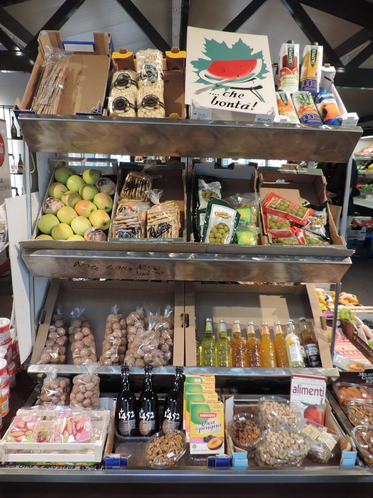 Bossi e Pellegrini chiosco di frutta e verdura e generi alimentari Milano