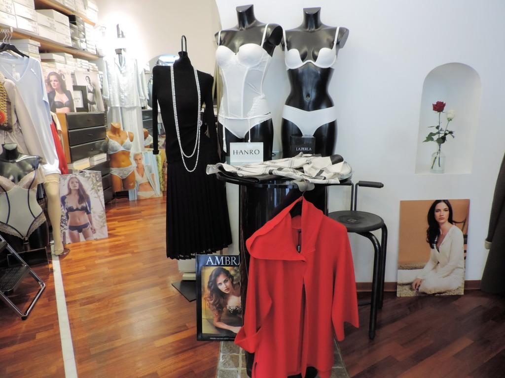 Linda Milano lingerie intimo abbigliamento donna