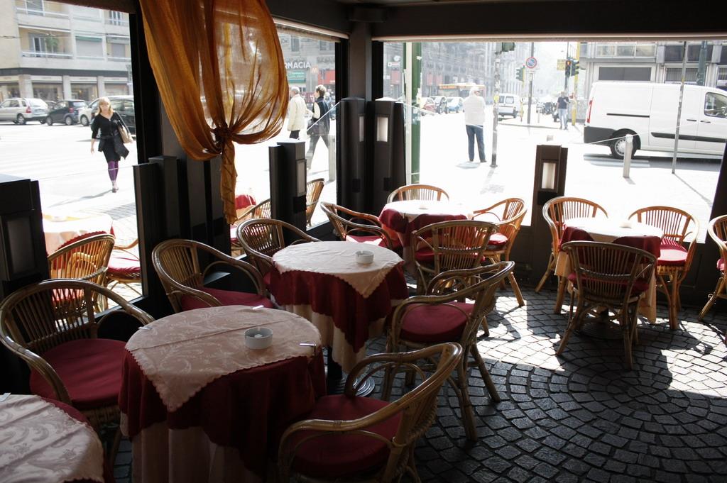 Bar gatto tavola calda e fredda milano - Un locale con tavola calda ...