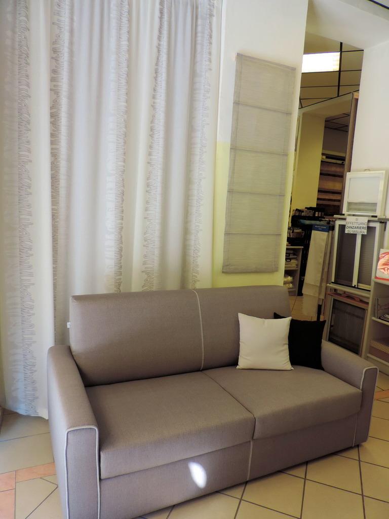 Danese casa tessuti tendaggi milano for Casa milano divani