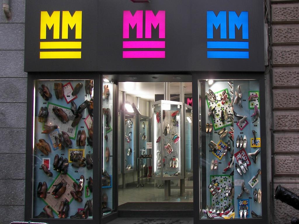 MM CALZATURE uomo donna Milano - MilanoMia.com d2755a09f7c