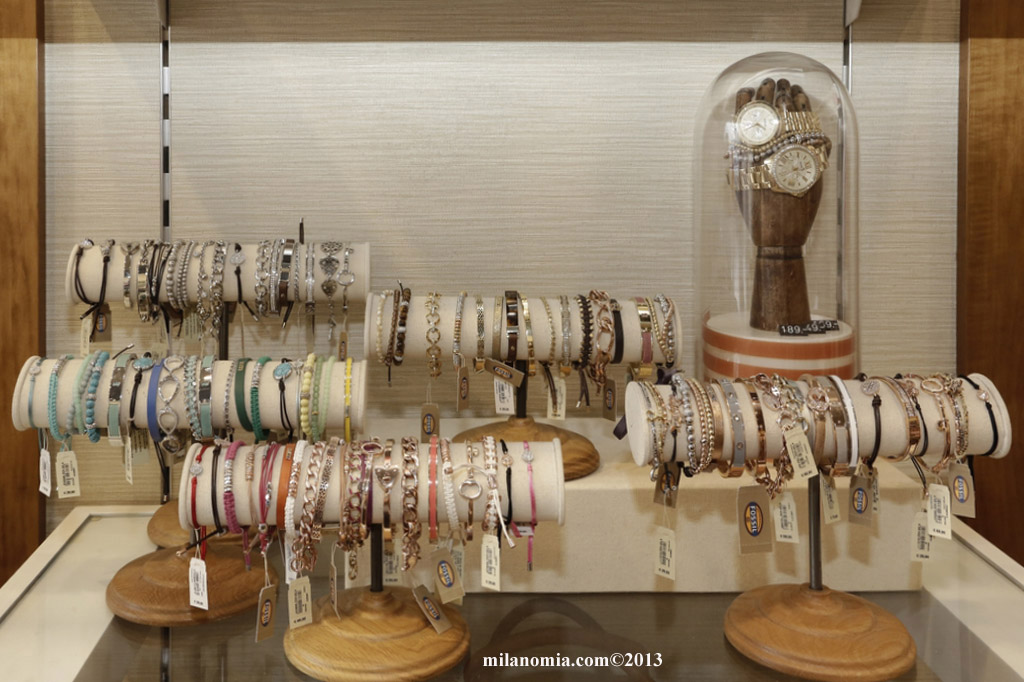 FOSSIL STORE 09