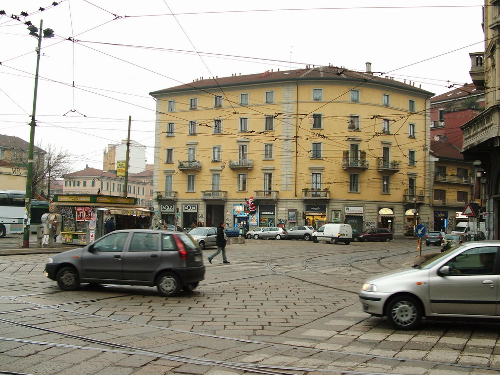 Factory outlet piazzale porta genova milano - Carabinieri porta genova milano ...