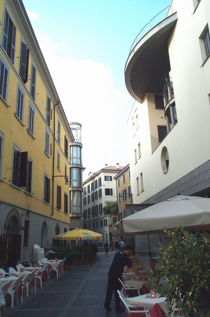 Associazione Commercianti della Via MADONNINA 05