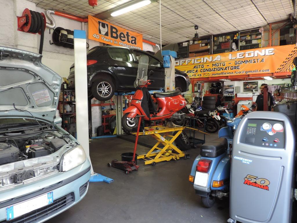 Autofficina Leone riparazione autoveicoli di tutte le marche ricarica condizionatori revisioni e autodiagnosi