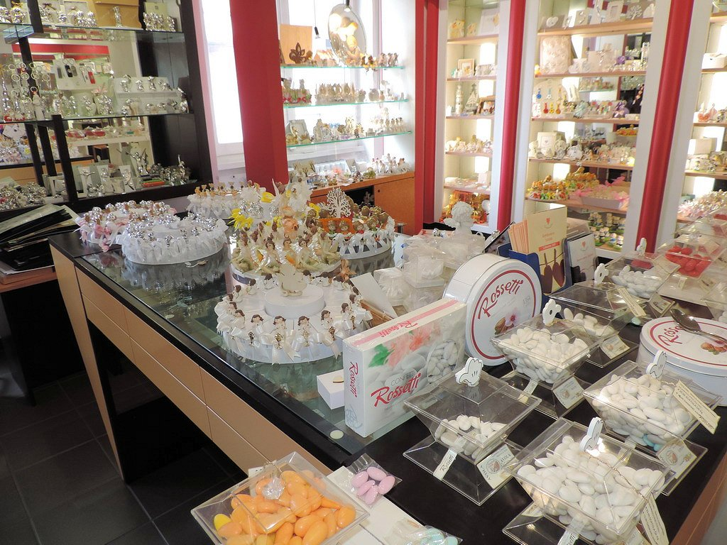 Confetti Rossetti Milano bomboniere fabbrica confetti abiti sposa sposo Milano
